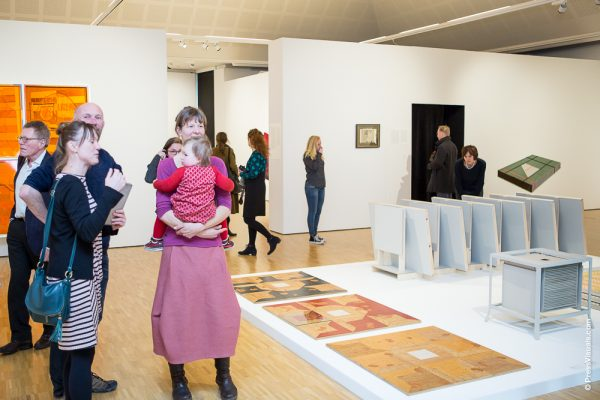 Bezoekers bij expositie Martin Fenne