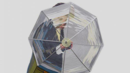 Man met doorzichtige paraplu