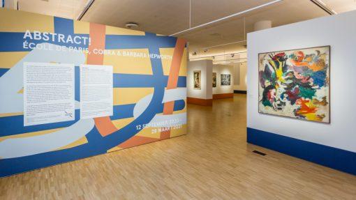 Wand met informatie over tentoonstelling